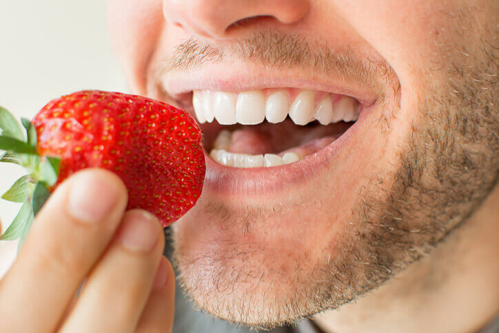 How Soon After a Dental Implant Can I Eat
