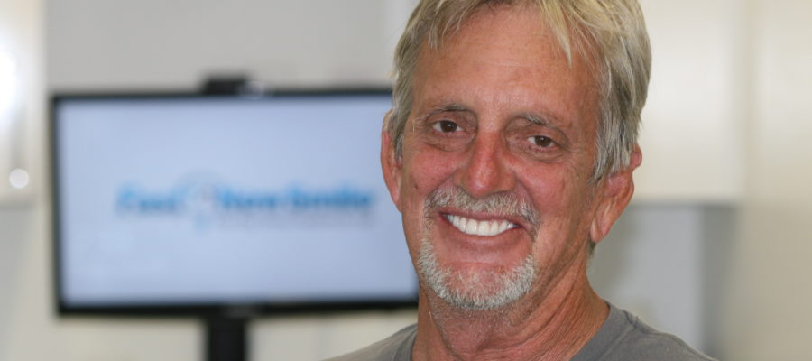 Mike Davis Smiling after receiving his FastNewSmile®